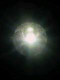 宙に浮く球のような夜の街灯_2009-10-31MB