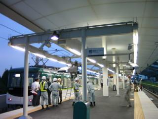淀駅下り線ホーム(リニューアルオープン)(3)_2009-09-12