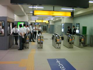 淀駅下り線ホーム(リニューアルオープン)(7)_2009-09-12