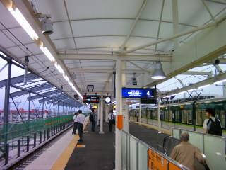 淀駅下り線ホーム(リニューアルオープン)(8)_2009-09-12