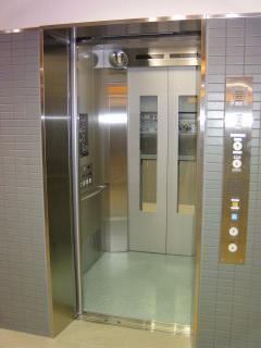 淀駅下り線ホーム(リニューアルオープン)(11)_2009-09-12