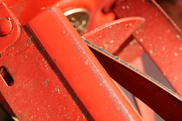 芝刈り機の回転刃(研磨前)