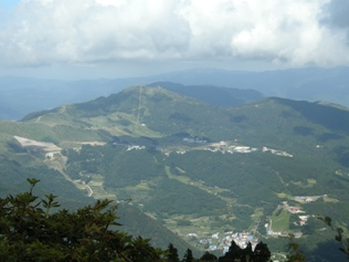 氷ノ山から見下ろすハチ高原9.19
