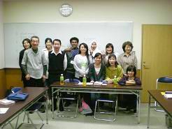 明るい留学生に初級クラスも笑顔で記念