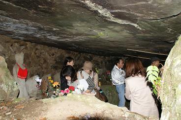 立野脇洞窟で当時の苦労も実感