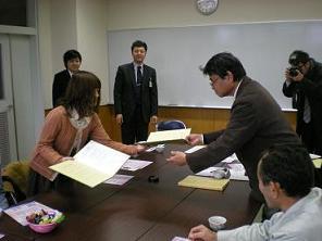 積極的に参加頂いた学生グループと協定書交換