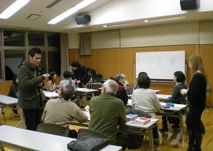 三人の留学生がグループに入り集中的に勉強を