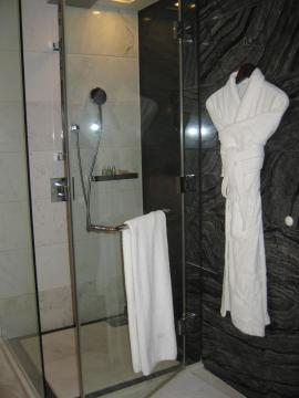 シャワーー