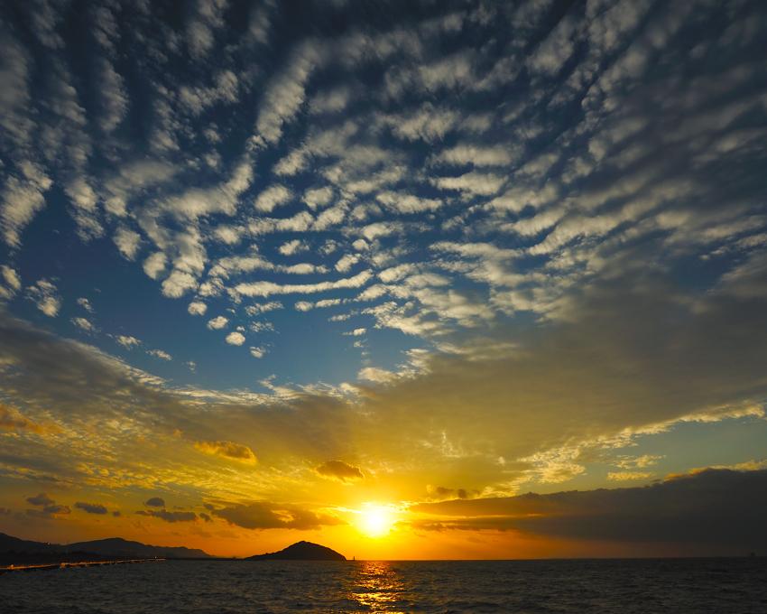 いわし雲のある風景・夕日b