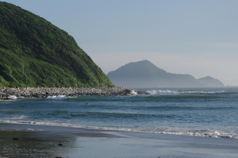 岬から神島を望む