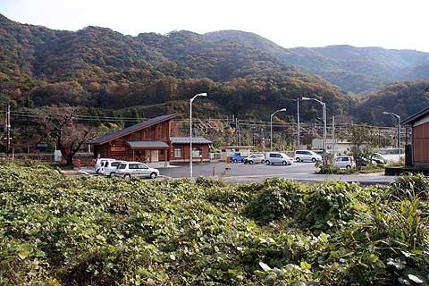 国道から見る新疋田駅周辺