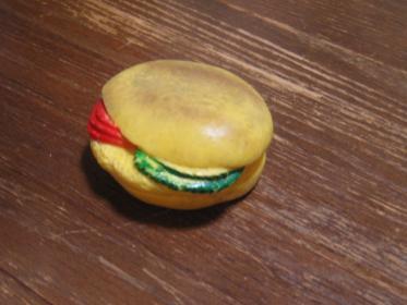 食べカス ハンバーガー。