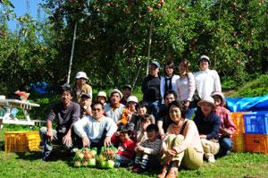 愛知県扶桑民商の皆さんのりんご狩り