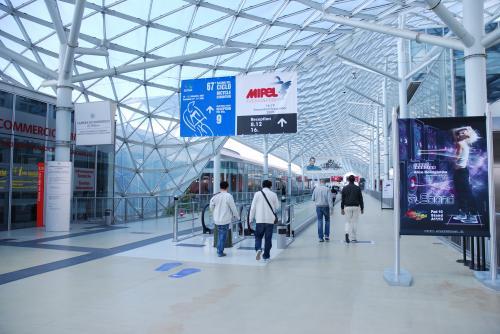 DSC 0001 convert 20090918202251 - ミラノ展示会(MICAM)