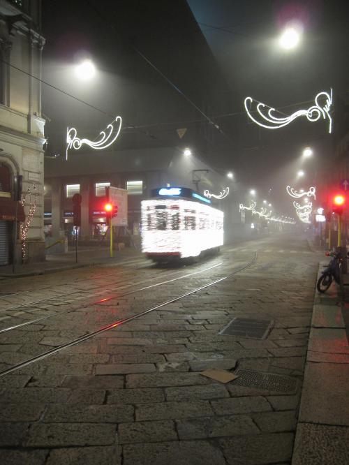 IMG 0258 convert 20081226014132 - ミラノ・クリスマスの発光電車