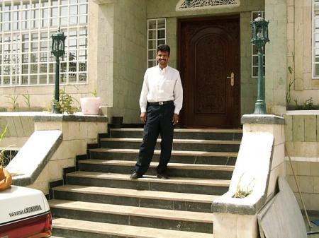 イエメンの家 玄関外