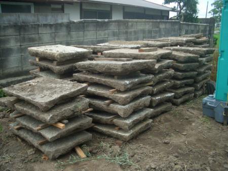 掘り出された敷石