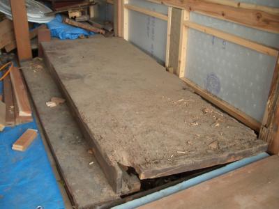 床の間の傷んだ地板