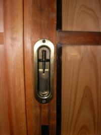 ガラス戸 新しく付けられた鍵