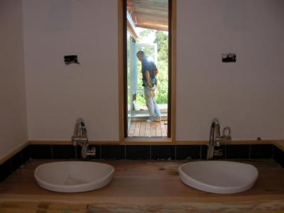 洗面所の窓から見える景色
