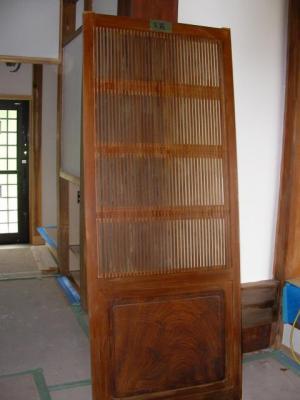 玄関前の飾り戸