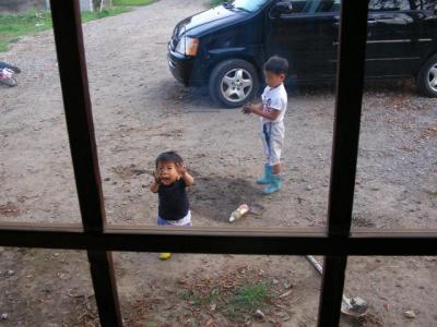 泥遊びをする子供たち(2009/09/14)