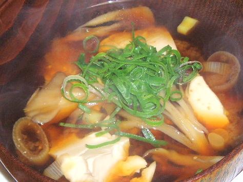 20081128舞茸とお葱とお豆腐のお味噌汁
