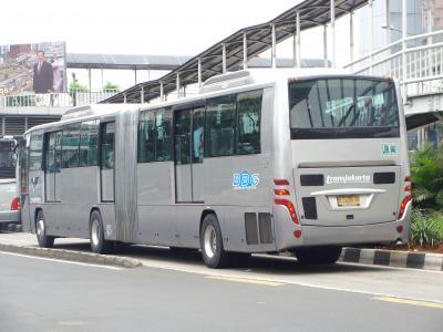 日野連節バス