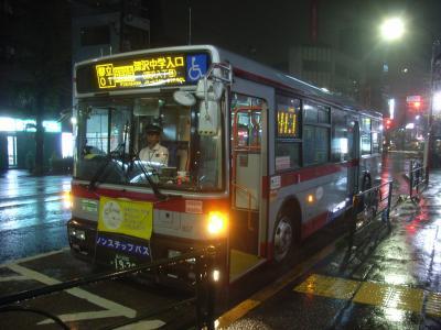 都立大学駅北口にて(T807)