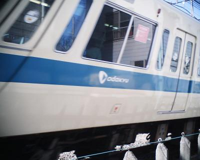 小田急線もグニャリ:R2