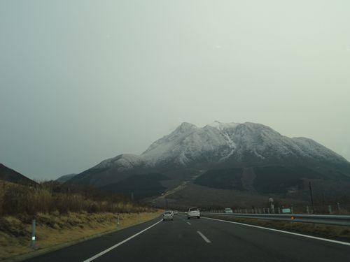 雪の由布岳