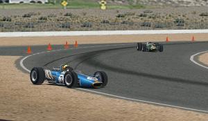 Lap10、1コーナーでコースアウト