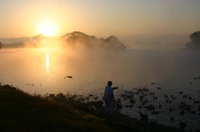 画図湖の朝