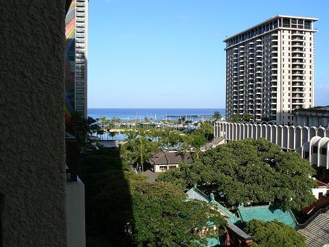 '08ハワイ 0627ヒルトンの朝:海方向
