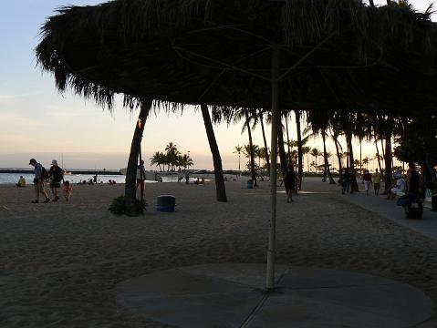 '08ハワイ 0626ヒルトン前のビーチ1