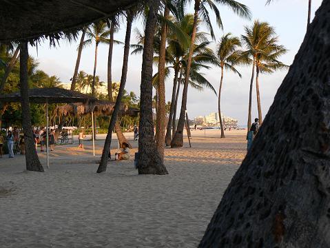 '08ハワイ 0626ヒルトン前のビーチ2