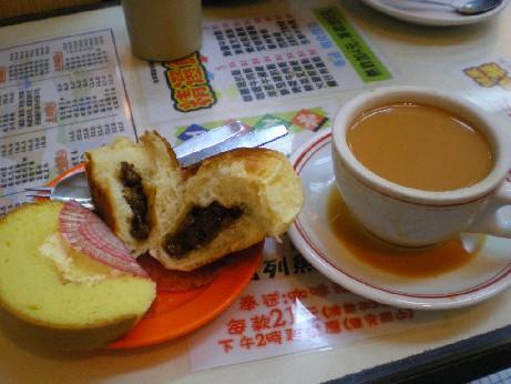 茶餐庁でパン