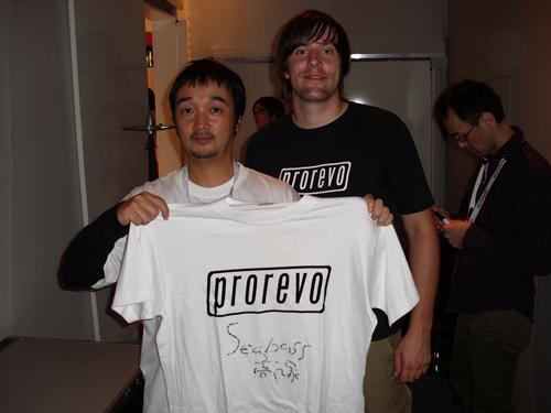 高塚PES!Tシャツにサインw