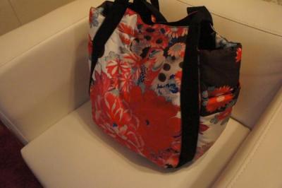 和花柄バッグ