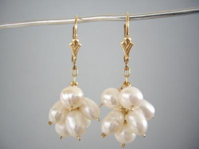 pearl cluster earrins