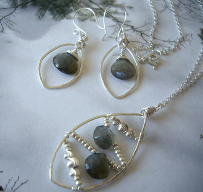 framed wire wrap labradorite necklace and earrings