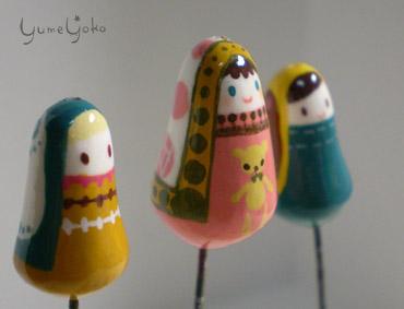 長い頭巾の子たち