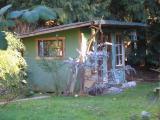 隣りの小屋