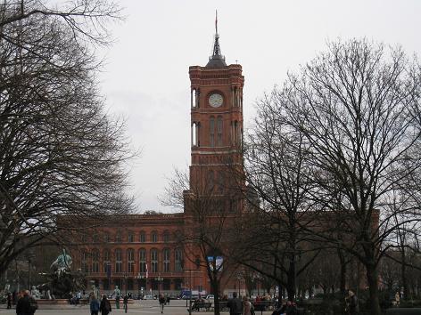 赤い市庁舎