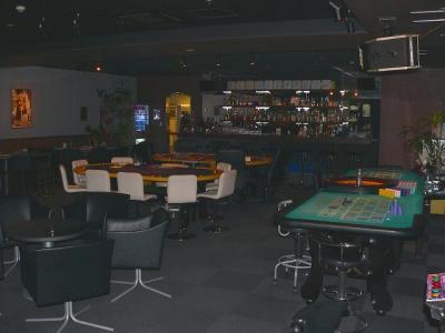 写真キャプション=意外と広かった「ゲームカジノ」2階の全景