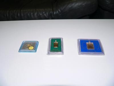 写真キャプション=和歌山県で従来から特殊景品として使われてきた「ペンダント賞品」(100円、500円、1000円)