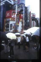 インディーズ  ミュージシャン アーティストゆき姉 雨の新宿東口