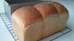 いちご酵母パン焼成後