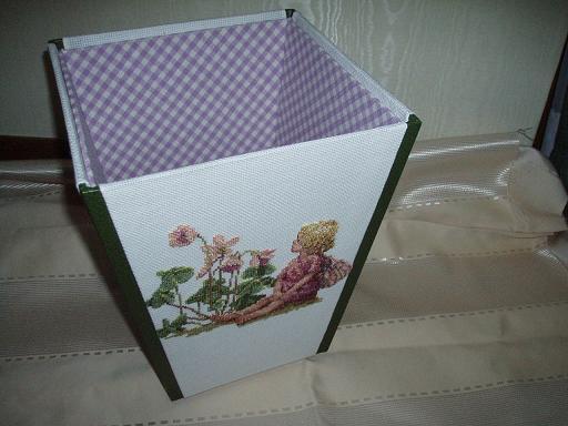刺繍のゴミ箱