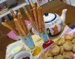お茶会 スティッククッキー と プチパン 紅茶